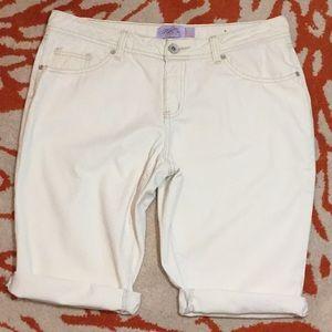 one 5 One Cream Bermuda Shorts SZ 10P